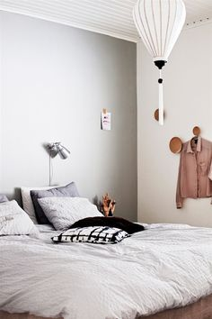 Grey wall, Muuto Dots