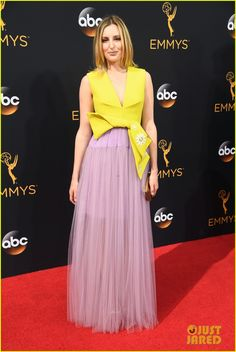 The Emmys Looks Everyone's Still Talking About After the Red Carpet Wrapped Laura Carmichael Wearing a two-toned Delpozo dress. Red Carpet Dresses 2016, Red Carpet Gowns, Southern Style Dresses, Laura Carmichael, The Emmys, Nice Dresses, Formal Dresses, Red Carpet Fashion, Purple Dress