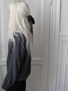 Gray Wig Lace Frontal Wigs Lace Frontal Wigs On White Girl - Weißes Haar Hair Blond, White Blonde Hair, Long White Hair, Silver Blonde, Dyed White Hair, Brunette Hair, Gray Hair, Purple Hair, Silver Hair Dye
