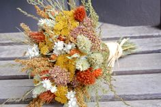 Dried flower bouquet in green, orange, and yellows. All natural.. $25.95, via Etsy. <3 MIS COLORES