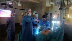 Pierwsza tak specjalistyczna operacja bariatryczna Chirurdzy ze słupskiego szpitala wykonali pierwszy zabieg mini gastric bypass, czyli kolejną operację po rękawowej resekcji żołądka z powodu otyłości u pacjentki, która przytyła po zabiegu. Operacje bariatryczne, czyli rękawowego zmniejszenia żołądka u osób walczących z otyłością, w słupskim szpitalu przeprowadzane są od trzech lat. Rocznie wykonuje się ich około […] Źródło Mini, Painting, Painting Art, Paintings, Painted Canvas, Drawings
