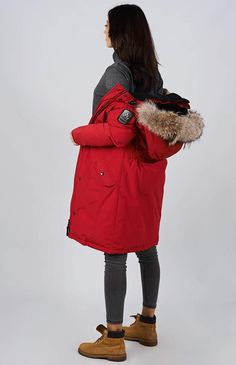 Women's winter down coat, 725 fill power. Arctic Bay - Made in Canada. Canadian Winter, Parka Canada, Canada Goose Jackets, Winter Schnee, Womens Parka, Winter Jackets Women, Down Coat, Arctic, Snow Ice Cream