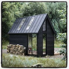 ideas for house black exterior metal roof Tiny House Cabin, Tiny House Design, My House, Off Grid Tiny House, Scandinavian House, Scandinavian Architecture, Casas Containers, Cabins And Cottages, Log Cabins