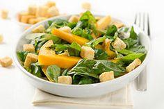 Super lecker, schnell zubereitet und ideal für den Sommer: Mit Mango, Mozzarella & Croutons