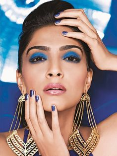 Sonam Kapoor Style Fashion Beauty Makeup Tips Skin Care Hair Secrets eye makeup lips shape with makeup beauty products details is available here with pictures Daily Beauty Tips, Beauty Makeup Tips, Beauty Hacks, Indian Eye Makeup, Indian Eyes, Sonam Kapoor, Deepika Padukone, Electric Blue Eyes, Personal Beauty Routine
