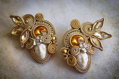 Soutache studs unusual woman face handmade earrings by nikuske on Etsy Face Earrings, Golden Earrings, Crystal Earrings, Soutache Bracelet, Soutache Jewelry, Beaded Necklace, Earrings Handmade, Handmade Jewelry, Swarovski
