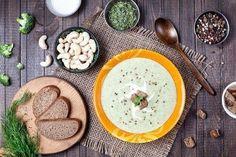 La soupe aide à brûler les graisses - Améliore ta Santé Healthy Soup Recipes, Diet Recipes, Vegan Recipes, Diet Food List, Food Lists, Sopas Light, Fat Burning Soup, Diet Plan Menu, Detox Soup