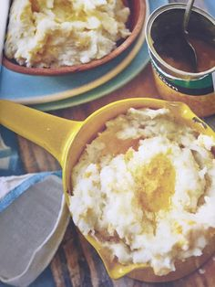 Jan Braai's mealiepap with sweetcorn Pap Recipe, Red Onion Gravy, South African Recipes, Ethnic Recipes, Pasta Grill, Salmon Pasta, Baked Fish, 200 Calories