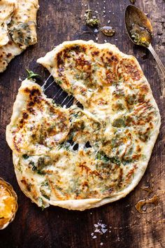 Cheesy Herb Stuffed Naan (with no yeast option). Cheesy Herb Stuffed Naan: extra soft, doughy, tough and filled with melting cheese, spinach and herbs. Simply hard to screw up … without yeast option! Indian Food Recipes, Vegetarian Recipes, Cooking Recipes, Bread Recipes, Easy Recipes, Plats Healthy, Healthy Fats, Healthy Choices, Half Baked Harvest