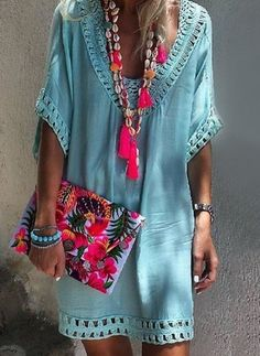 Boho clothes, jewelry and bags have rocked the fashion world. Boho has been immensely popular both with celebrities with masses alike. Let us look over on Boho Mode Hippie, Mode Boho, Ibiza Fashion, Look Fashion, Fashion Trends, Fashion Ideas, Womens Fashion, Fashion Clothes, Fashion Check