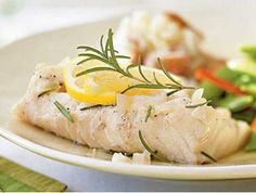 Fast and healthful, poached fish pairs beautifully with simple vegetables. Cod Recipes, Raw Food Recipes, Seafood Recipes, Cooking Recipes, Seafood Meals, Salmon Recipes, Free Recipes, Vegetarian Recipes, Healthy Recipes