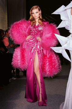 Look Fashion, High Fashion, Fashion Show, Fashion Outfits, Fashion Design, Fashion Scarves, Barbie Outfits, Couture Fashion, Runway Fashion