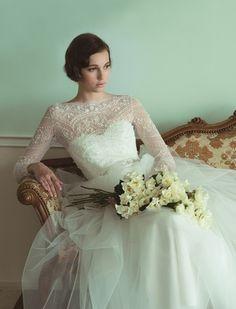 グランマニエ(GRANMANIE) 銀座    精緻なビーズ刺繍に心奪われるロングスリーブドレス。まさにエレガント&