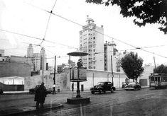 Pueyrredón esquina Sarmiento. A la izquierda se aprecia el edificio Saint, con sus dos torres, en Cangallo (hoy Perón) 2630.. Circa 1950. Buildings, Countries, Cities, Fotografia, Pictures