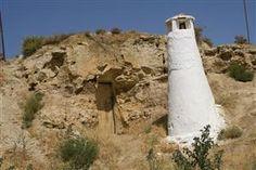 #Guadix - #Höhlenwohnung mit Schornstein. Vorsicht beim Umherspazieren, unter der Erde wohnen Leute. #Andalusien