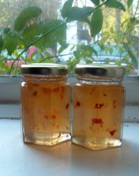 Hot apple and chilli jelly recipe - works beautifully every single time! Hot apple and chilli Chilli Jelly Recipe, Chilli Jam, Chilli Recipes, Jelly Recipes, Chutney Recipes, Jam Recipes, Canning Recipes, Apple Recipes, Antipasto