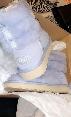 Uggs are not only the most loved but also the most controversial boots on the market. Cute Sneakers, Sneakers Mode, Sneakers Fashion, Jordan Shoes Girls, Girls Shoes, Cute Uggs, Fluffy Shoes, Girls Ugg Boots, Aesthetic Shoes
