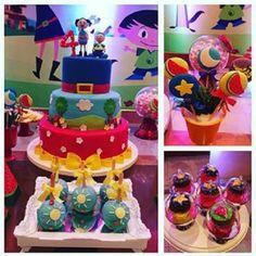 Bolo e doces decorados Show da Luna