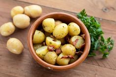My recent visit to Morston Hall alerted me to the delight that is Norfolk Peer potatoes. Easy Potato Salad, Vinaigrette Dressing, White Wine Vinegar, No Carb Diets, Norfolk, Asparagus, Bacon, Low Carb, Potatoes