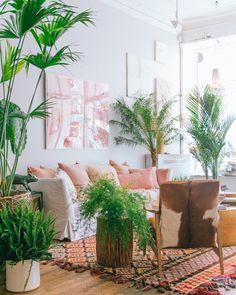 A colorful Kilim PLANTAS
