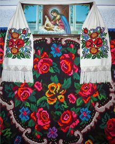 In particular I'm digging the local art scene. The bold and beautiful Romanian textiles above all. Folk Fashion, Creative Inspiration, Kitsch, Textiles, Throw Pillows, Embroidery, Artwork, Folk Style, Folklore