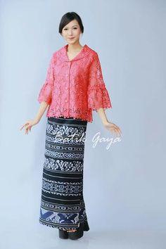 Kebaya Lace, Batik Kebaya, Batik Dress, Stylish Dress Designs, Stylish Dresses, Nice Dresses, Fashion Dresses, Model Kebaya Muslim, Model Kebaya Modern