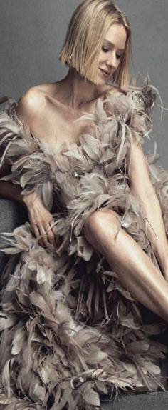 Pink Fashion, Runway Fashion, Ruffled Feathers, Naomi Watts, Classic Chic, Fashion Lighting, Couture, Elegant Woman, Pantone Color