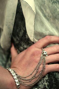 Cascading slave bracelet
