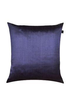 Sidoni er produsert av lin og silke, en side av hver. Dette gir en effektfull kombinasjon av matt og blankt. Med glidelås. Innerpute 100% andefjær. Kun rens.