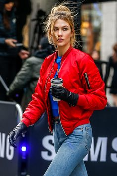 Red bomber jacket on point! Do you love to wear this popular outerwear? Red Bomber Jacket Women, Bomber Jacket Outfit, Karlie Kloss Street Style, Outfits Mujer, Models Off Duty, Jeans Style, Clothes For Women, Coats, Fall