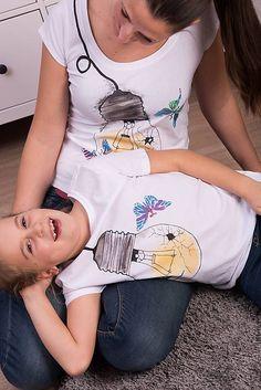 Maľované tričko Motýľ v pasci #detskamoda#jedinecnesaty#handmade#originalne#slovakia#slovenskydizajn#móda#šaty#original#fashion#dress#modre#ornamental#stripe#dresses#vyrobenenaslovensku#children#fashion#rucnemalovane Malu, Modeling, T Shirts For Women, Tops, Fashion, Moda, Modeling Photography, La Mode, Shell Tops