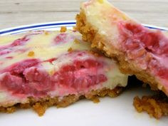 We love these easy lemon raspberry bars - they're perfect for summer!
