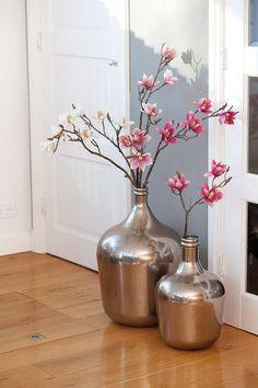 Stylen met grote vazen