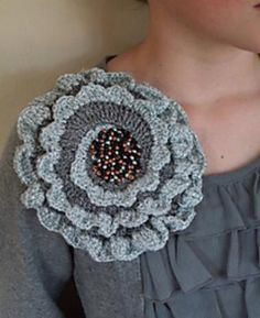 Ravelry: Giant Corsage pattern by Jane Crowfoot....free ravelry download