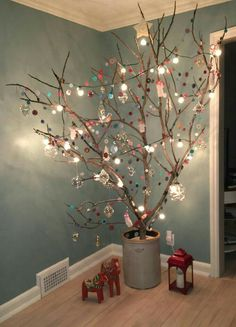 Dekoration Weihnachten – My Christmas Tree 2016 My Christmas Tree 2016 Source by nacays Creative Christmas Trees, Easy Christmas Decorations, Handmade Christmas Tree, Noel Christmas, Simple Christmas, Christmas Crafts, Christmas Tree Branches, Wall Christmas Tree, Vintage Christmas