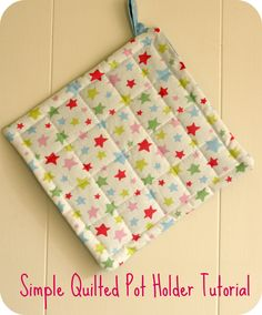DIY: Simple quilted potholder tutorial by Art of Crafts Easy Sewing Projects, Sewing Projects For Beginners, Quilting Projects, Sewing Hacks, Sewing Tutorials, Sewing Crafts, Sewing Tips, Basic Sewing, Potholder Patterns