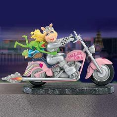 Get your Together Collectible Miss Piggy And Kermit The Frog Motorcycle Figurine here! Motorcycle Photo Shoot, Motorcycle Style, Miss Piggy Quotes, Kermit And Miss Piggy, I Love My Hubby, Classic Car Insurance, The Muppet Show, Muppet Babies, Everything Pink