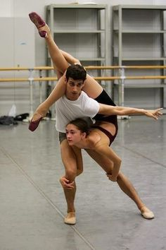 """So much movement in this image!   (SFB trainees rehearse Myles Thatcher's """"Spinae,"""" photo by Alexander Reneff-Olson)"""