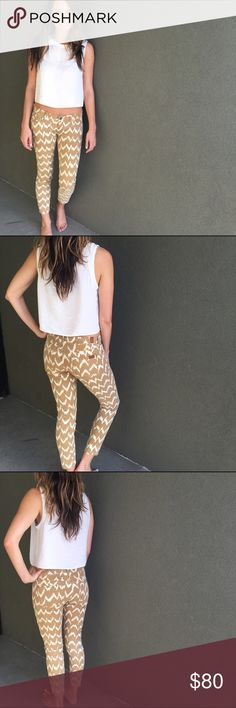 7 For All Mankind Cropped Skinny Perfect condition. Camel and cream zig zag print. Super comfy and super cute! 97% cotton, 3% spandex. 7 For All Mankind Jeans Ankle & Cropped