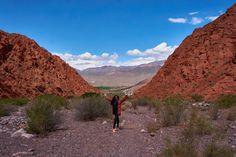 Vany con su paleta de pintor en la Quebrada de Las Señoritas Country Roads, Mountains, Nature, Travel, Popsicles, Buenos Aires, Countries, Voyage, Viajes