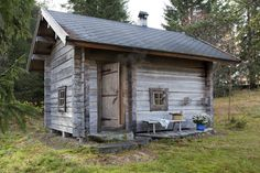 Exterior of the traditional Juuka based smoke sauna introduced in the Wall… Small Log Cabin, Tiny Cabins, Scandinavian Baths, Sauna House, Portable Sauna, Tub Enclosures, Sauna Design, Outdoor Sauna, Finnish Sauna