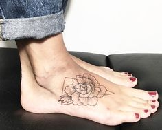 Geometric floral design by @ira_shmarinova