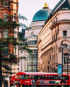 1,342 отметок «Нравится», 11 комментариев — ANDREAS⠀LOSTROMOS (@meletispix) в Instagram: «Soho, Central #London.»