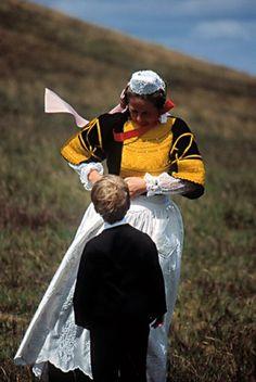 Costumes bretons - Broderie bigoudène  Finistère Bretagne