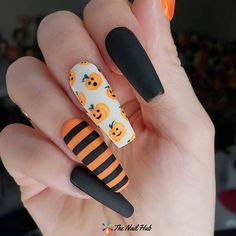 Shared by Sally🌸. Find images and videos about nails, Halloween and nail art on We Heart It - the app to get lost in what you love. Cute Halloween Nails, Holloween Nails, Halloween Acrylic Nails, Halloween Nail Designs, Fall Acrylic Nails, Acrylic Nail Designs, Creepy Halloween, Halloween 2020, Halloween Costumes