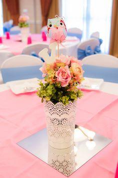 Vasinho do centro de mesa decorado com doily de papel para decoração da festa de aniversário no tema Corujinha Vintage Shabby Chic.