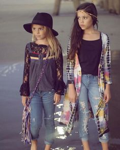 Cute little hippie girls. Perfect style for boho kids! Preteen Fashion, Toddler Fashion, Fashion Kids, Boho Fashion, Fashion 101, Fall Fashion, Fashion Wear, Womens Fashion, Outfits Niños