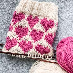 Wool Socks, Diy Projects To Try, Winter Hats, Knitting, Handmade, Avicii, Marimekko, Retro, Fashion