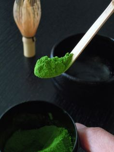 Create your own Matcha tea ceremony at home. This bamboo matcha spoon allows for easy transfer of Matcha powder to Chawan (bowl). Japanese Matcha Tea, Japanese Sweets, Matcha Green Tea, Green Teas, Japanese Geisha, Japanese Kimono, Japanese Food, Moringa, Chai
