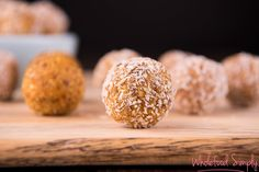 4 ingredient carrot cake bliss balls - you could do this with walnuts, carrots, dates, cinnamon. Vegan Sweets, Vegan Snacks, Healthy Desserts, Healthy Foods, Healthy Eating, Sugar Free Recipes, Raw Food Recipes, Snack Recipes, Simply Recipes